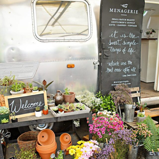 In Portland groups of food carts are called pods andhellip